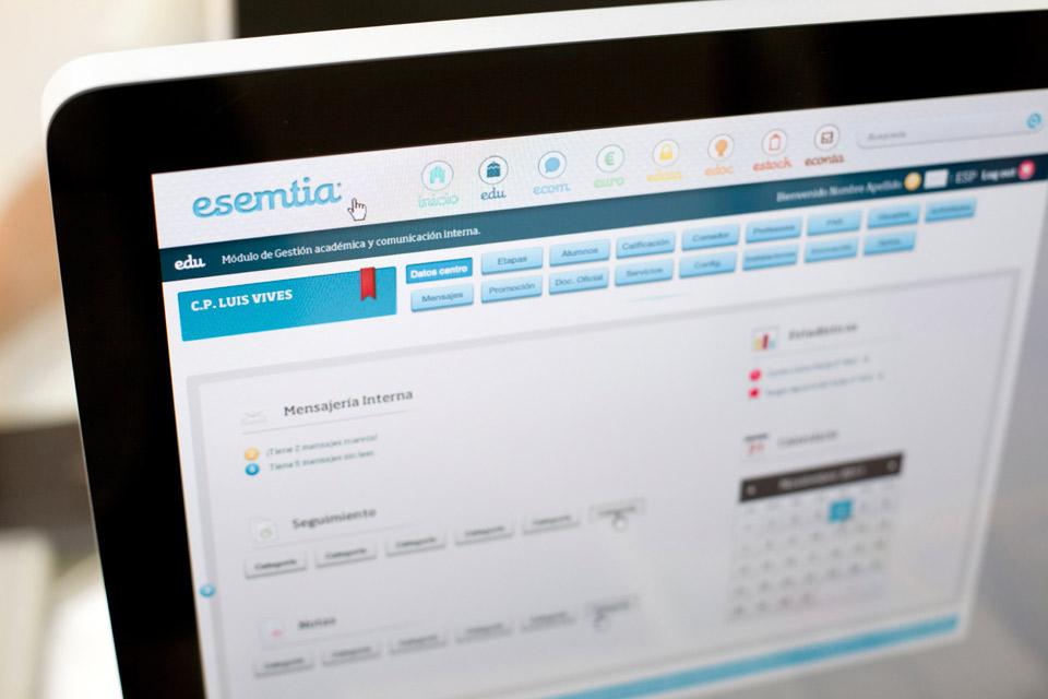 Aplicación Esemtia Corporativa. Pixelarte estudio de diseño gráfico, creatividad y web.