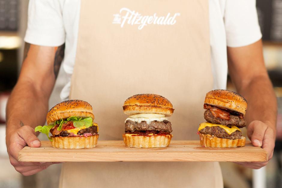 pixelarte-diseno-uniformes-para-hamburgeseria-The_Fitzgerald